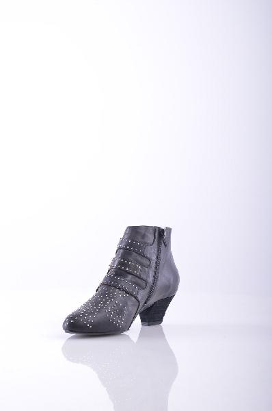 Ботинки JEFFREY CAMPBELLЖенская обувь<br>Аппликации из металла, одноцветное изделие, молния, узкий носок, внутри на подкладке, резиновая подошва, ручная работа.<br>Высота каблука: 4.5 см<br>Объём голени: 26 см<br>Высота голенища / задника: 9.5 см<br>Страна: США<br><br>Высота каблука: 4.5 см<br>Объем голени: 26 см<br>Высота голенища / задника: 9.5 см<br>Материал: Натуральная кожа<br>Сезон: ВЕСНА/ОСЕНЬ<br>Коллекция: Осень-зима<br>Пол: Женский<br>Возраст: Взрослый<br>Цвет: Черный<br>Размер RU: 37