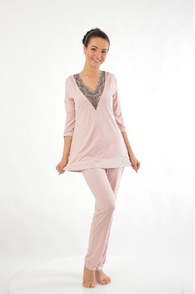 Пижама KrisLineЖенская одежда<br>Цвет: бледно-розовый, серый<br> Состав: полиамид 5%, эластан 10%, вискоза 80%, полиэстер 5%<br> <br> Длина рукава: Длинные: 44 см<br> Габариты предметов: Длина: 94 см<br> Брюки (шорты): Ширина брючин: 15 см; Высота посадки: 22 см; Длина по внутреннему шву: 76 см<br> Длина изделия: по спинке: 64 см<br> Сезон: круглогодичный<br> Пол: Женский<br> Страна: Польша<br><br>Материал: Вискоза<br>Сезон: МУЛЬТИ<br>Коллекция: Весна-лето<br>Пол: Женский<br>Возраст: Взрослый<br>Цвет: Розовый<br>Размер INT: XL