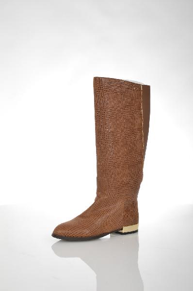 Сапоги VitacciЖенская обувь<br>Цвет: светло-коричневый<br> <br> Состав: натуральная кожа<br> <br> Замечательные сапоги на устойчивом каблуке и рифленой подошве. Пара с боковой застежкой на молнию украшена оригинальным фактурным рисунком. Отличный вариант в условиях мегаполиса. Материал подклад...<br><br>Высота каблука: 2.5 см<br>Высота платформы: 0.6 см<br>Объем голени: 37 см<br>Высота голенища / задника: 37 см<br>Материал: Натуральная кожа<br>Сезон: ВЕСНА/ОСЕНЬ<br>Коллекция: (Справочник &quot;Номенклатура&quot; (Общие)): Осень-зима<br>Пол: Женский<br>Возраст: Взрослый<br>Цвет: Коричневый<br>Размер RU: 37
