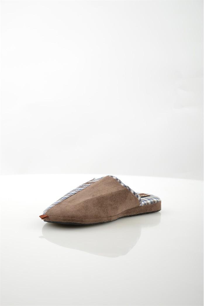 Тапочки De FonsecaДомашняя обувь<br>Цвет: коричневый<br> Состав: резина 100%<br> <br> Материал подкладки обуви: Текстиль<br> Габариты предмета: высота подошвы: 1 см; высота платформы: 1 см; высота каблука: 1 см<br> Материал подошвы обуви: резина<br> Материал стельки: текстиль<br> <br> Страна бренда: Италия<br><br>Высота каблука: 1 см<br>Материал: Резина<br>Сезон: МУЛЬТИ<br>Коллекция: Весна-лето<br>Пол: Мужской<br>Возраст: Взрослый<br>Цвет: Коричневый<br>Размер RU: 44