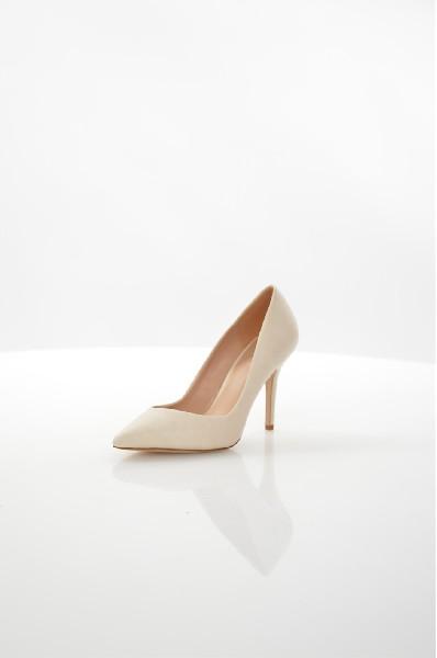 Туфли AldoЖенская обувь<br>Туфли Aldo выполнены из искусственной кожи. Детали: стелька из натуральной кожи, высокий каблук, острый мыс.<br> <br> Материал верха искусственная кожа<br> Внутренний материал искусственная кожа<br> Материал стельки натуральная кожа<br> Материал подошвы Тунит<br> Высота каблука 10.5 см<br> Тип каблука Стандартный<br> Застежка без застежки<br> Цвет бежевый<br> Сезон Мульти<br> Стиль Повседневный<br> Коллекция Весна-лето<br> Узор Однотонный<br> Высота каблука Высокий<br> Тип туфель Лодочки<br> Страна: Канада<br><br>Высота каблука: 10.5 см<br>Материал: Искусственная кожа<br>Сезон: МУЛЬТИ<br>Коллекция: Весна-лето<br>Пол: Женский<br>Возраст: Взрослый<br>Цвет: Слоновая кость<br>Размер RU: 37.5