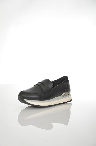 Лоферы AldoЖенская обувь<br>Лоферы Aldo черного цвета выполнены из натуральной кожи. Детали: внутренняя отделка и стелька из искусственной кожи, высота платформы 2 см, рельефная подошва.<br> Цвет черный<br> Сезон Мульти<br> Коллекция Осень-зима<br> Материал верха натуральная кожа<br> Внутренний материал искусственная кожа<br> Материал стельки искусственная кожа<br> Материал подошвы искусственный материал<br> Страна: Канада<br><br>Материал: Натуральная кожа<br>Сезон: МУЛЬТИ<br>Коллекция: Осень-зима<br>Пол: Женский<br>Возраст: Взрослый<br>Цвет: Черный<br>Размер RU: 38
