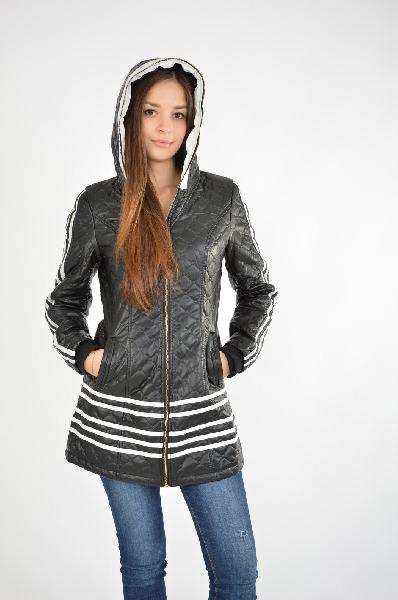 Куртка YagemilanЖенская одежда<br>Состав: 100% полиэстер<br> Описание: изделие выполнено из искусственной эко-кожи, на утепленной подкладке с внутренним карманом<br> Параметры изделия: для размера М/44-46: обхват груди 88-92 см, длина рукава 61 см, длина изделия по спинке 75 см<br> Уход за изде...<br><br>Материал: Полиэстер<br>Сезон: ВЕСНА/ОСЕНЬ<br>Коллекция: (Справочник &quot;Номенклатура&quot; (Общие)): Осень-зима<br>Пол: Женский<br>Возраст: Взрослый<br>Цвет: Черный<br>Размер INT: M
