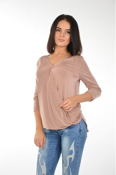 Блуза Edge ClothingЖенская одежда<br>Блуза Edge Clothing выполнена из струящегося трикотажа с атласным блеском. Детали: свободный крой, V-образный вырез с эффектом запАха, рукава 3/4, асимметричный низ.<br><br><br> <br><br><br> Состав Полиэстер - 95%, Эластан - 5%<br><br><br> Дл...<br><br>Материал: Полиэстер<br>Сезон: МУЛЬТИ<br>Коллекция: (Справочник &quot;Номенклатура&quot; (Общие)): Весна-лето<br>Пол: Женский<br>Возраст: Взрослый<br>Цвет: Бежевый<br>Размер INT: M/L