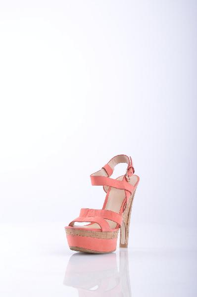 GUESS СандалииЖенская обувь<br>Описание: нубук, логотип, одноцветное изделие, пряжка, скругленный носок, резиновая подошва, каблук из пробки. <br><br>Высота каблука: 15 см <br><br><br>Высота платформы: 5 см <br><br><br>Страна: США<br><br>Высота каблука: 15 см<br>Высота платформы: 5 см<br>Материал: Натуральная кожа<br>Сезон: ЛЕТО<br>Коллекция: (Справочник &quot;Номенклатура&quot; (Общие)): Весна-лето<br>Пол: Женский<br>Возраст: Взрослый<br>Цвет: Розовый<br>Размер RU: 37