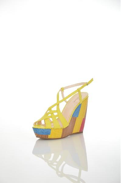 Босоножки JUST COUTUREЖенская обувь<br>Цвет: желтый, синий, фуксия<br> <br> Состав: натуральная кожа, искусственная кожа<br> <br> Очаровательные босоножки с закругленным открытым мыском. Высокая танкетка подчеркнет стройность и длину Ваших ног. Мягкая стелька оформлена логотипом бренда. Материал подкладки: искусственная кожа. Материал подошвы: синтетический материал.<br> <br> Высота каблука Высокий: 12.5 см<br> Высота платформы Низкая: 3.5 см<br> Материал верха Кожа<br> Материал подошвы Искусственный материал<br> Материал подкладки Искусственная кожа<br> Сезон лето<br> Пол Женский<br> Страна Италия<br><br>Высота каблука: 12.5 см<br>Высота платформы: 3.5 см<br>Материал: Натуральная кожа<br>Сезон: ЛЕТО<br>Коллекция: Весна-лето<br>Пол: Женский<br>Возраст: Взрослый<br>Цвет: Желтый<br>Размер RU: 38