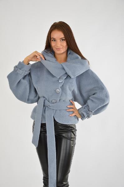 Пальто АмулетЖенская одежда<br>Цвет: голубой<br> Состав: 80% шерсть, 20% полиамид<br> Параметры изделия: для размера 44: обхват груди - 88 см, обхват талии - 70 см, обхват бедер - 96 см, <br> Уход за изделием: химчистка<br> Страна: Россия<br>В альтернативу привычным темным оттенкам верхней одежды, характерным для осени, отдайте предпочтение короткому полупальто в богатом серо-голубом цвете. Помимо интересного цвета, широкие рукава и необычный воротник придают изделию изысканности.<br><br>Материал: Шерсть<br>Сезон: ВЕСНА/ОСЕНЬ<br>Коллекция: Осень-зима<br>Пол: Женский<br>Возраст: Взрослый<br>Цвет: Голубой<br>Размер INT: M