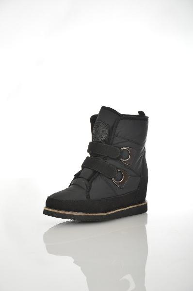 Ботинки CooperЖенская обувь<br>Зимние ботинки от бренда Cooper в черном цвете из непромокаемого материала на плотной подошве и танкетке. Повседневная модель, хорошо садящаяся и комфортная в носке. Две удобные застежки на липучках.<br> Цвет: черный<br> <br> Состав: текстиль 100%<br> <br> По назначению Повседневные<br> Материал подошвы Полиуретан, 0 %<br> Материал стельки Искусственный мех, 0 %<br> Высота каблука Высота, 7 см<br> Материал подкладки искусственный мех, 0 %<br> Вид каблука танкетка<br> Вид мыска круглый<br> Сезон зима<br> Страна Россия<br><br>Высота каблука: 7 см<br>Материал: Текстиль<br>Сезон: ЗИМА<br>Коллекция: Осень-зима<br>Пол: Женский<br>Возраст: Взрослый<br>Цвет: Черный<br>Размер RU: 38