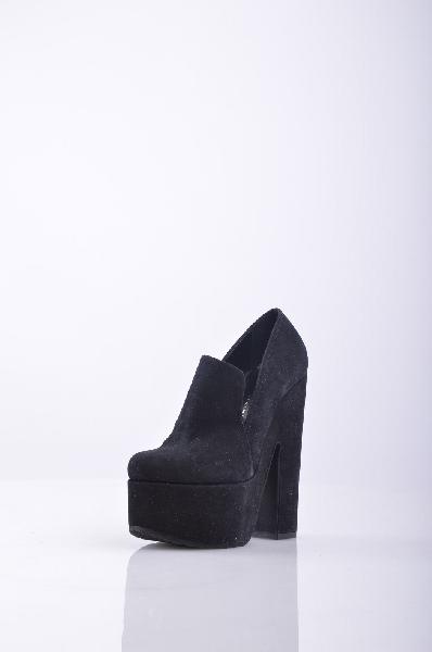 Лоферы Vicini TapeetЖенская обувь<br>Лоферы Vicini Tapeet - качественная обувь от премиум-бренда. Материал верха - натуральная замша, внутри - отделка из натуральной кожи. Особенности: устойчивый каблук, платформа, закругленный язычок, удобная колодка.<br><br>Материал верха    натуральная замша<br>Внутренний материал    натуральная кожа<br>Материал стельки    натуральная кожа<br>Материал подошвы    резина<br><br>Высота каблука: 16 см<br>Высота платформы: 5.5 см<br>Страна: Италия<br><br>Высота каблука: 16 см<br>Высота платформы: 5.5 см<br>Высота голенища / задника: 6 см<br>Материал: Замша<br>Сезон: МУЛЬТИ<br>Коллекция: Осень-зима<br>Пол: Женский<br>Возраст: Взрослый<br>Цвет: Черный<br>Размер RU: 38