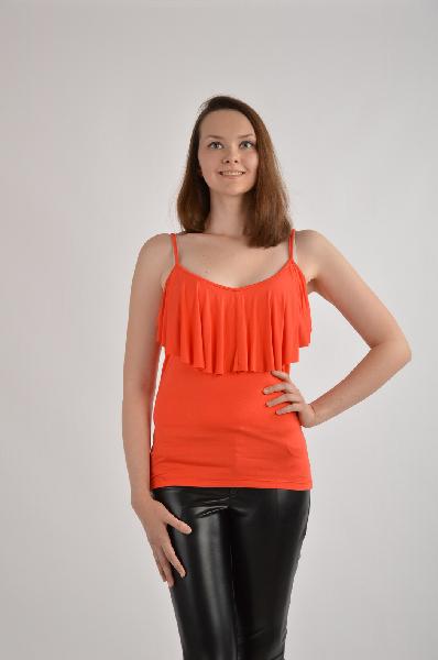 Топ, VilatteЖенская одежда<br>Цвет: коралловый<br><br><br> <br><br><br>Состав: вискоза 95%,полиуретан 5%<br><br><br> <br><br><br>Топ выполнен из тонкого вискозного трикотажного полотна. Спереди оригинальная кокетка - драпировка. Лямки имеют регуляторы длины.<br><br><br>Покрой Приталенный<br><br>...<br><br>Материал: Вискоза<br>Сезон: ЛЕТО<br>Коллекция: (Справочник &quot;Номенклатура&quot; (Общие)): Весна-лето<br>Пол: Женский<br>Возраст: Взрослый<br>Цвет: Красный<br>Размер INT: M