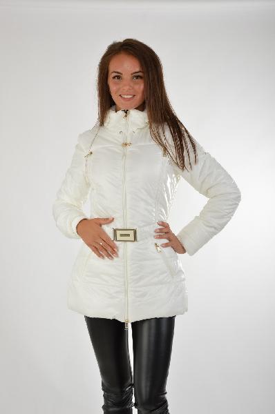 Куртка, GUESSЖенская одежда<br>Состав: полиамид 100%<br><br>Отличная демисезонная куртка с длинными рукавами и воротником-стойка. Дополнена модель застежкой на молнию и прорезными карманами. Линию талии подчеркивает эластичный пояс с пряжкой. Подкладка: 100% полиэстера.<br>Длина рукава    Длинные, 65.0 см<br>Покрой    Приталенный<br>Вид застежки    Молния<br>Воротник    Воротник-стойка<br>Тип карманов    Прорезные<br>Габариты предметов    Длина, 71.0 см<br>Ширина рукава    Пройма, 23.0 см<br>Особенности ткани    Мягкая<br>Фактура материала    Плащевая ткань<br>Страна: США<br><br>Материал: Полиамид<br>Сезон: ВЕСНА/ОСЕНЬ<br>Коллекция: Осень-зима<br>Пол: Женский<br>Возраст: Взрослый<br>Цвет: Белый<br>Размер INT: M