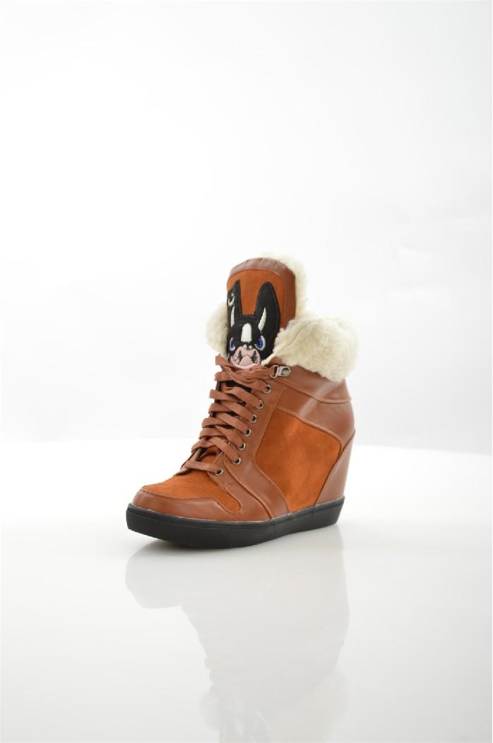 Ботинки ITEMBLACKЖенская обувь<br>Цвет: рыжий<br> Материал верха: велюр искусственный, кожа искусственная<br> Материал подкладки: мех искусственный<br> Материал стельки: мех искусственный<br> Материал подошвы: искусственный материал, рифленая<br> Сезон: зима<br> Высота голенища: 10 см<br> Высота каблука: скрытый, 9 см<br> Цвет и обтяжка каблука: коричневый, кожа искусственная<br> Местоположение логотипа: стелька<br> Уход за изделием: протирать губкой<br> <br> Страна: Италия<br><br>Высота каблука: 9 см<br>Высота голенища / задника: 10 см<br>Материал: Искусственный велюр<br>Сезон: ЗИМА<br>Коллекция: Осень-зима<br>Пол: Женский<br>Возраст: Взрослый<br>Цвет: Коричневый<br>Размер RU: 38