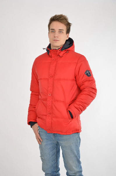 Куртка F5Куртки<br>Цвет: красный<br> <br> Состав: нейлон 100%<br> <br> Превосходная куртка, верх которой выполнен из однотонного материала. Модель с застежкой на молнию снабжена капюшоном, ветрозащитным клапаном и функциональными карманами. Отличный вариант на холодную погоду.<br> <br> Длина рукава Длинные, 71.0 см<br> Вид застежки Молния<br> Воротник Воротник-стойка<br> Тип карманов Втачные<br> Габариты предметов Длина, 73.0 см<br> Ширина рукава Пройма, 27.5 см<br> Ширина рукава Манжет, 7.5 см<br> Покрой Прямой<br> Конструктивные элементы Капюшон<br> Особенности ткани Плотная<br> Фактура материала Плащевая ткань<br> Декоративные элементы Декоративные элементы<br> Материал подкладки полиэстер, 100.0 %<br> Утеплитель полиэстер<br> Комплектация: капюшон<br> Сезон демисезон<br> Пол Мужской<br> Стиль Casual<br> Страна Италия<br><br>Материал: Нейлон<br>Сезон: ВЕСНА/ОСЕНЬ<br>Коллекция: Осень-зима<br>Пол: Мужской<br>Возраст: Взрослый<br>Цвет: Красный<br>Размер INT: XL