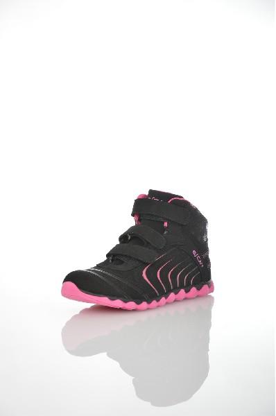 Кроссовки EscanЖенская обувь<br>Цвет: черный, фуксия<br> <br> Состав: искусственная кожа 100%<br> <br> По назначению Спорт: 0 шт.<br> Материал подошвы Резина: 0 %; ЭВА (этиленвинилацетат): 0 %<br> Материал стельки Искусственный мех: 0 %<br> Высота каблука Высота: 1 см<br> Материал подкладки искусственный мех: 0 %<br> Вид мыска круглый: 0 шт.<br> Сезон демисезон<br> Пол Женский<br><br>Высота каблука: 1 см<br>Материал: Искусственная кожа<br>Сезон: ВЕСНА/ОСЕНЬ<br>Коллекция: Осень-зима<br>Пол: Женский<br>Возраст: Взрослый<br>Цвет: Черный<br>Размер RU: 37