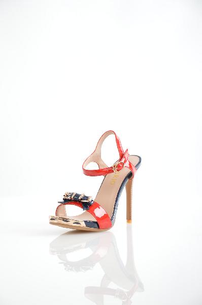 Inario БосоножкиЖенская обувь<br>Элегантные босоножки Inario выполнены из искусственной лаковой кожи красного цвета. Модель украшена оригинальным бантом и витиеватой золотистой вставкой на мыске. Детали: открытые носок и пятка, застежка на крючок, декоративная пряжка, мягкая стелька, наборный каблук-шпилька.<br> <br> Материал верха искусственная лаковая кожа<br> Внутренний материал искусственная кожа<br> Материал стельки искусственная кожа<br> Материал подошвы искусственный материал<br> Высота каблука 11 см<br> Цвет красный<br> Сезон Лето<br> Коллекция Весна-лето<br> Детали обуви бант, лакированные, металл<br> Страна: Россия<br><br>Высота каблука: 11 см<br>Материал: Искусственная кожа<br>Сезон: ЛЕТО<br>Коллекция: Весна-лето<br>Пол: Женский<br>Возраст: Взрослый<br>Цвет: Красный<br>Размер RU: 37