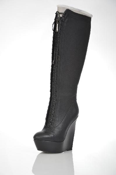 Сапожки VitacciЖенская обувь<br>Цвет: черный<br> Материал верха: натуральная кожа стрейч<br> Материал подкладки: текстиль<br> Материал стельки: евромех<br> Параметры изделия: для размера 37: толщина платформы 4,2 см, высота каблука 14 см, ширина носка стельки 7 см, высота голенища 39 см, обхват...<br><br>Высота каблука: 14 см<br>Высота платформы: 4.2 см<br>Объем голени: 35 см<br>Высота голенища / задника: 39 см<br>Материал: Натуральная кожа<br>Сезон: ВЕСНА/ОСЕНЬ<br>Коллекция: (Справочник &quot;Номенклатура&quot; (Общие)): Осень-зима<br>Пол: Женский<br>Возраст: Взрослый<br>Цвет: Черный<br>Размер RU: 37
