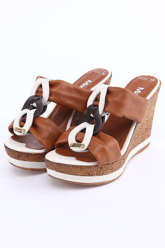 Сабо MARE ANDIЖенская обувь<br>Сабо призваны подчеркнуть вашу индивидуальность и смелость.<br>Страна: Италия<br><br>Сезон: ЛЕТО<br>Коллекция: Весна-лето<br>Пол: Женский<br>Возраст: Взрослый<br>Размер RU: 39