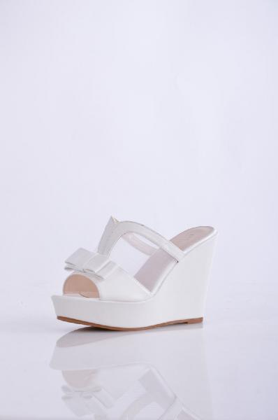 Сабо IdealЖенска обувь<br>Материал верха искусственна кожа, текстиль <br>Внутренний материал искусственна кожа <br>Материал стельки искусственна кожа <br>Материал подошвы резина<br>Высота каблука 11 см <br>Высота платформы: 4 см <br><br>Страна: Росси<br><br>Высота каблука: 11 см<br>Высота платформы: 4 см<br>Материал: Искусственна кожа<br>Сезон: ЛЕТО<br>Коллекци: Весна-лето<br>Пол: Женский<br>Возраст: Взрослый<br>Цвет: Белый<br>Размер RU: 38