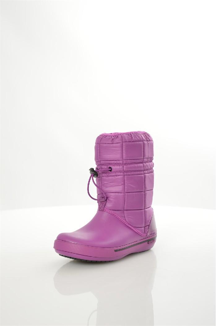 Дутики CrocsЖенская обувь<br>Женские дутики Women's Crocband II.5 Winter Boot от Crocs. Теплый и легкий материал Croslite™ имеет пониженную теплопроводность и является хорошим теплоизолятором, а также является хорошим амортизатором и нивелирует ударные нагрузки на стопу. Croslite™ не впитывает грязь, за ним легко ухаживать; выдерживает большие перепады температуры. Верх из прочного нейлона с набивкой из синтетических материалов для сохранения тепла. Теплая текстильная подкладка по всей внутренней поверхности. Литая непромокаемая носочная часть из материала Croslite™ для легкости и комфорта.<br><br> <br> Высота голенища / задника 21 см<br> Обхват голенища 30 см<br> Высота платформы 2 см<br> Тип каблука Без каблука<br> Цвет фуксия<br> Сезон Зима<br> Стиль Повседневный<br> Коллекция Осень-зима<br> Узор Однотонный<br> Страна: США<br><br>Высота каблука: Без каблука<br>Высота платформы: 2 см<br>Объем голени: 30 см<br>Высота голенища / задника: 21 см<br>Материал: Нейлон<br>Сезон: ЗИМА<br>Коллекция: Осень-зима<br>Пол: Женский<br>Возраст: Взрослый<br>Цвет: Фиолетовый<br>Размер RU: 38