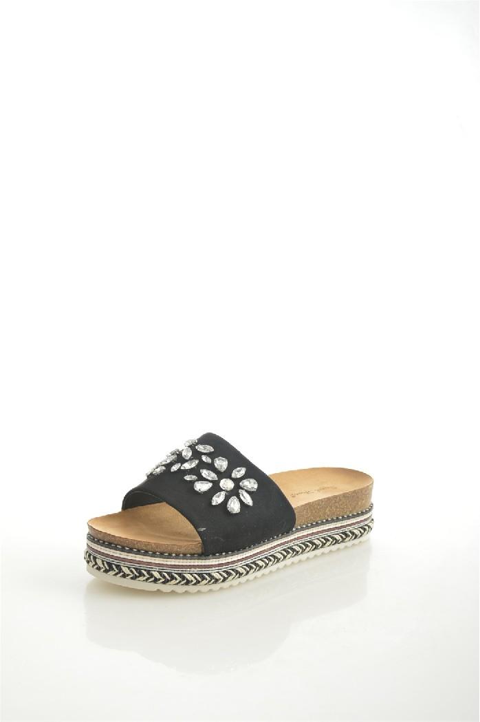 Сабо Sweet ShoesЖенская обувь<br>Материал верха: искусственная замша<br> Внутренний материал: искусственная кожа<br> Материал подошвы: полимер<br> Материал стельки: искусственная замша<br> Высота платформы: 5 см<br> Сезон: лето<br> Цвет: черный<br> <br> Страна: Китай<br><br>Высота платформы: 5 см<br>Материал: Искусственная замша<br>Сезон: ЛЕТО<br>Коллекция: Весна-лето<br>Пол: Женский<br>Возраст: Взрослый<br>Цвет: Черный<br>Размер RU: 38