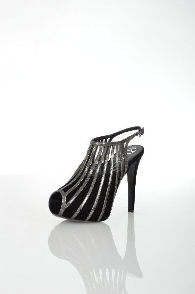 Сандалии RODOЖенская обувь<br>Состав: Кожа, Текстильное волокно<br> Детали: синель, эффект ламинирования, двухцветный узор, пряжка, скругленный носок, кожаная подошва, каблук-стилет, обтянутый каблук, без аппликаций<br> Размеры: Каблук: 12.5 cm Высота платформы: 3.5 cm<br> Страна: Италия<br><br>Высота каблука: 12.5 см<br>Высота платформы: 3.5 см<br>Материал: Натуральная кожа<br>Сезон: ЛЕТО<br>Коллекция: Весна-лето<br>Пол: Женский<br>Возраст: Взрослый<br>Цвет: Черный<br>Размер RU: 38