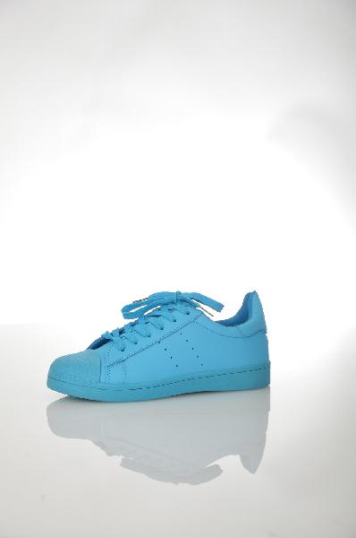 Кеды BellamicaЖенска обувь<br>Кеды голубого цвета Bellamica выполнены из искусственной кожи. Детали: гибка подошва, перфораци.<br> <br> Цвет голубой<br> Сезон Демисезон<br> Коллекци Осень-зима<br> Материал верха искусственна кожа<br> Внутренний материал текстиль<br> Материал стельки текстиль<br> Материал подошвы резина<br> Высота голенища / задника 8 см<br> Страна: Итали<br><br>Высота голенища / задника: 8 см<br>Материал: Искусственна кожа<br>Сезон: ВЕСНА/ОСЕНЬ<br>Коллекци: Осень-зима<br>Пол: Женский<br>Возраст: Взрослый<br>Цвет: Голубой<br>Размер RU: 38