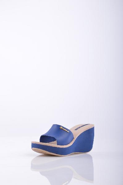 Сандалии IPANEMAЖенская обувь<br>Описание:  логотип, одноцветное изделие, скругленный носок, резиновая подошва с тиснением<br>Высота каблука: 9.5 см<br>Высота платформы: 3 см<br>Страна: Бразилия<br><br>Высота каблука: 9.5 см<br>Высота платформы: 3 см<br>Материал: ПВХ<br>Сезон: ЛЕТО<br>Коллекция: Весна-лето<br>Пол: Женский<br>Возраст: Взрослый<br>Цвет: Синий<br>Размер RU: 38