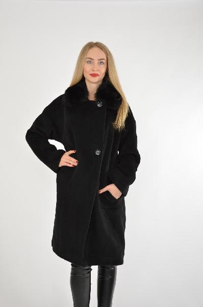Пальто BellaЖенская одежда<br>Материал: 97% Шерсть, 3% ПА<br> Страна: Россия<br>Черное пальто прямого кроя с меховым воротником – беспроигрышный вариант для настоящей леди, которая ценит качество и красоту в изделии. Пальто идеально впишется в классический стиль, придав элегантности и строгости.<br><br>Материал: Шерсть<br>Сезон: ЗИМА<br>Коллекция: Осень-зима<br>Пол: Женский<br>Возраст: Взрослый<br>Цвет: Черный<br>Размер INT: XXL
