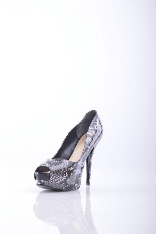 Туфли GUESSЖенская обувь<br>Описание: Эффект лакировки, без аппликаций, животный принт, открытый носок, резиновая подошва с тиснением, обтянутый каблук. <br> <br> Высота каблука: 12.5 см <br> <br> Высота платформы: 4.5 см <br> <br>Страна: США<br><br>Высота каблука: 12.5 см<br>Высота платформы: 4.5 см<br>Материал: Искусственная кожа<br>Сезон: ЛЕТО<br>Коллекция: Весна-лето<br>Пол: Женский<br>Возраст: Взрослый<br>Цвет: Разноцветный<br>Размер RU: 37