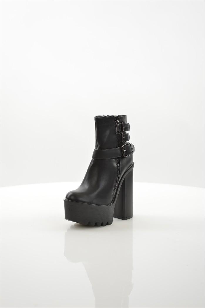 Ботильоны Go-GoЖенская обувь<br>Материал верха: искусственная кожа<br> Внутренний материал: текстиль<br> Материал стельки: текстиль<br> Материал подошвы: полимер<br> Высота голенища / задника: 11.5 см<br> Обхват голенища: 22 см<br> Высота каблука: 15 см<br> Высота платформы: 5.5 см<br><br>Застежка: на молнии<br> Цвет: черный<br> Сезон: Демисезон<br>Коллекция: Осень-зима<br><br> Страна: Италия<br><br>Высота каблука: 15 см<br>Высота платформы: 5.5 см<br>Объем голени: 22 см<br>Высота голенища / задника: 11.5 см<br>Материал: Искусственная кожа<br>Сезон: ВЕСНА/ОСЕНЬ<br>Коллекция: Осень-зима<br>Пол: Женский<br>Возраст: Взрослый<br>Цвет: Черный<br>Размер RU: 38