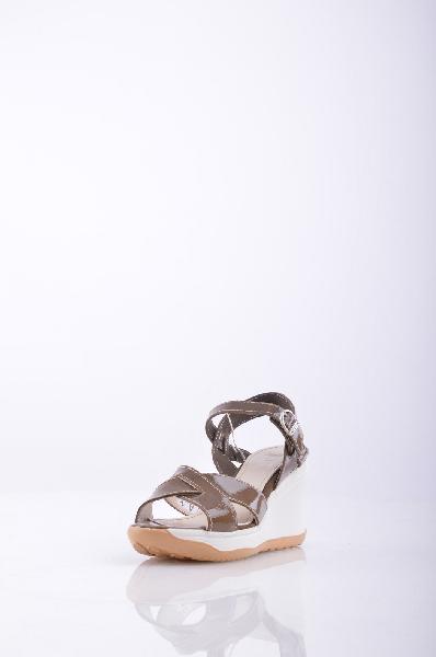 RUCO LINE СандалииЖенская обувь<br>Описание: эффект лакировки, логотип, одноцветное изделие, пряжка, скругленный носок, резиновая подошва с тиснением, каблук из резины.<br>Высота каблука: 9 см.<br>Высота платформы: 2 см.<br>Страна: Италия<br><br>Высота каблука: 9 см<br>Высота платформы: 2 см<br>Материал: Натуральная кожа<br>Сезон: ЛЕТО<br>Коллекция: Весна-лето<br>Пол: Женский<br>Возраст: Взрослый<br>Цвет: Коричневый<br>Размер RU: 37