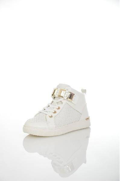 Кеды AldoЖенская обувь<br>Кеды от Aldo выполнены из искусственной кожи с фактурной выделкой. Детали: застежка на молнию сбоку, шнуровка, внутренняя текстильная отделка, небольшая скрытая танкетка, толстая резиновая подошва, вставки из золотистого металла.<br> Тип каблука Скрытая тан...<br><br>Высота каблука: 4 см<br>Высота голенища / задника: 7 см<br>Материал: Искусственная кожа<br>Сезон: ВЕСНА/ОСЕНЬ<br>Коллекция: (Справочник &quot;Номенклатура&quot; (Общие)): Весна-лето<br>Пол: Женский<br>Возраст: Взрослый<br>Цвет: Белый<br>Размер RU: 37.5