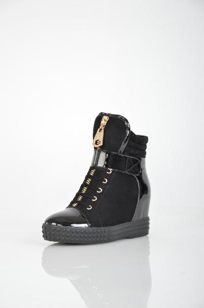 Сникеры MakflyЖенская обувь<br>Цвет: черный<br> <br> Состав: искусственная кожа,искусственный велюр<br> <br> Комбинированый материал верха: искусственный велюр, искусственный лак<br> <br> Вид застежки Шнурки, 0 шт.<br> Вид застежки Молния, 0 шт.<br> Материал подошвы Резина, 0 %<br> Голенище Высота голенища, 15 см<br> Материал стельки Байка, 0 %<br> Высота каблука Высота, 7 см<br> Материал подкладки байка, 0 %<br> Вид каблука танкетка, 0 шт.<br> Вид мыска круглый, 0 шт.<br> Сезон демисезон<br> Пол Женский<br> Страна бренда Россия<br><br>Высота каблука: 7 см<br>Высота голенища / задника: 15 см<br>Материал: Искусственная кожа<br>Сезон: ВЕСНА/ОСЕНЬ<br>Коллекция: Осень-зима<br>Пол: Женский<br>Возраст: Взрослый<br>Цвет: Черный<br>Размер RU: 37