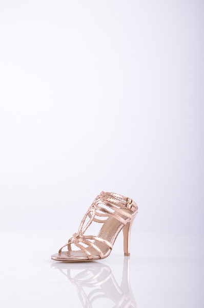 BRUNO PREMIЖенская обувь<br>Описание: Эффект ламинирования, Одноцветное изделие, Боковая пряжка, Скругленный носок, Без аппликаций, Резиновая подошва с тиснением, Обтянутый каблук-стилет.<br>Высота каблука: 10.5 см.<br>Страна: Италия<br><br>Высота каблука: 10.5 см<br>Материал: Натуральная кожа<br>Сезон: ЛЕТО<br>Коллекция: Весна-лето<br>Пол: Женский<br>Возраст: Взрослый<br>Цвет: Бежевый<br>Размер RU: 36