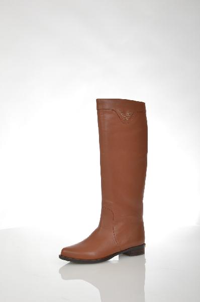Сапоги VitacciЖенская обувь<br>Цвет: коричневый<br> <br> Состав: натуральная кожа<br> <br> Прекрасные сапожки станут стильным дополнением любого Вашего образа. Модель оснащена удобной застежкой на молнию. Оригинальный дизайн подчеркнет Вашу индивидуальность в создании неповторимых нарядов.<br> Высота каблука Маленький, 2.5 см<br> Вид застежки Молния<br> Высота платформы Низкая, 0.8 см<br> Материал верха Кожа<br> Материал стельки Текстиль<br> Форма мыска Закругленный мысок<br> Голенище Высота голенища, 40.0 см<br> Голенище Обхват голенища, 36.0 см<br> Материал подошвы Полиуретан<br> Материал подкладки Ворсин<br> Форма каблука Каблук-кирпичик<br> Особенность материала верха Матовый<br> Декоративные элементы Декоративные элементы<br> Сезон демисезон<br> Пол Женский<br> Страна Россия<br><br>Высота каблука: 2.5 см<br>Высота платформы: 0.8 см<br>Объем голени: 36 см<br>Высота голенища / задника: 40 см<br>Материал: Натуральная кожа<br>Сезон: ВЕСНА/ОСЕНЬ<br>Коллекция: Осень-зима<br>Пол: Женский<br>Возраст: Взрослый<br>Цвет: Коричневый<br>Размер RU: 38
