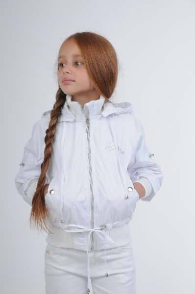 Куртка EVOLUTIONОдежда для девочек<br>Цвет: белый<br> <br> Состав: полиэстер 100%<br> <br> Превосходная куртка с уютным капюшоном. Центральная застежка на молнию. Карманы по бокам. Эластичная вставка по низу изделия. Отличный повседневный вариант на холодный сезон. Подкладка: 100% полиэстер.<br> Длина рукава Длинные, 59.0 см<br> Воротник Капюшон<br> Вид застежки Молния<br> Тип карманов Втачные<br> Габариты предметов Длина, 50.0 см<br> Сезон демисезон<br> Пол Девочки<br> Страна бренда Украина<br> Страна производитель Украина<br> Комплектация: капюшон<br><br>Материал: Полиэстер<br>Сезон: ВЕСНА/ОСЕНЬ<br>Коллекция: Осень-зима<br>Пол: Женский<br>Возраст: Детский<br>Цвет: Белый<br>Размер Height: 116