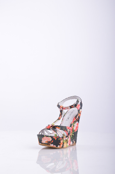 Босоножки CAFeNOIRЖенская обувь<br>Описание: атлас, цветочный рисунок, ремешок на щиколотке, скругленный носок, без аппликаций, резиновая подошва, обтянутая танкетка. <br> <br> Высота каблука: 13 см. <br> Высота платформы: 4 см <br>Страна: Италия<br><br>Высота каблука: 13 см<br>Высота платформы: 4 см<br>Материал: Текстильное волокно<br>Сезон: ЛЕТО<br>Коллекция: Весна-лето<br>Пол: Женский<br>Возраст: Взрослый<br>Цвет: Разноцветный<br>Размер RU: 37
