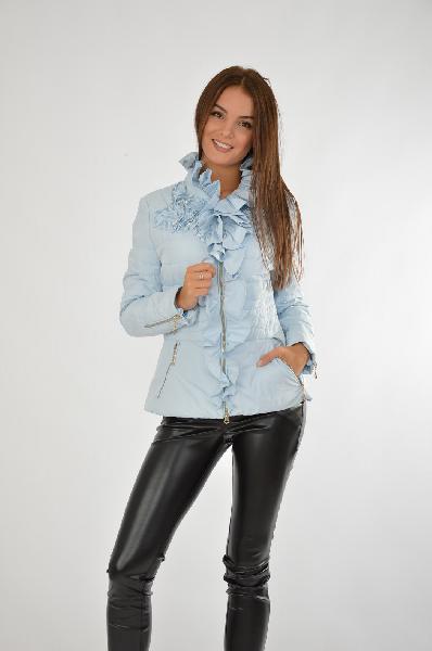 Куртка RASLOVЖенская одежда<br>Цвет: голубой<br> Состав: 86% полиэстер, 14% нейлон; подкладка: 100% полиэстер<br> Описание: изделие выполнено из тонкой плащевой ткани на утепленной подкладке, отделка искусственный жемчуг<br> Параметры изделия: для размера 44/44: обхват груди 88 см, длина рукава 64 см, длина изделия по спинке 64 см<br> Уход за изделием: химчистка<br> Страна: Россия<br><br>Материал: Полиэстер<br>Сезон: ВЕСНА/ОСЕНЬ<br>Коллекция: Осень-зима<br>Пол: Женский<br>Возраст: Взрослый<br>Цвет: Голубой<br>Размер INT: M