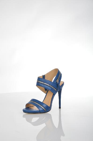 Босоножки VitacciЖенская обувь<br>Босоножки от Vitacci. Модель выполнена из натуральной гладкой кожи ярко-синего цвета и декорирована серебристыми молниями. Детали: подкладка и стелька из натуральной кожи, функциональная боковая молния, высокий каблук-шпилька, рельефная подошва.<br> <br> Материал верха натуральная кожа<br> Внутренний материал натуральная кожа<br> Материал стельки натуральная кожа<br> Материал подошвы искусственный материал<br> Высота каблука 12 см<br> Цвет синий<br> Сезон Лето<br> Коллекция Весна-лето<br> Детали обуви декоративные молнии<br> Страна: Россия<br><br>Высота каблука: 12 см<br>Материал: Натуральная кожа<br>Сезон: ЛЕТО<br>Коллекция: Весна-лето<br>Пол: Женский<br>Возраст: Взрослый<br>Цвет: Синий<br>Размер RU: 38