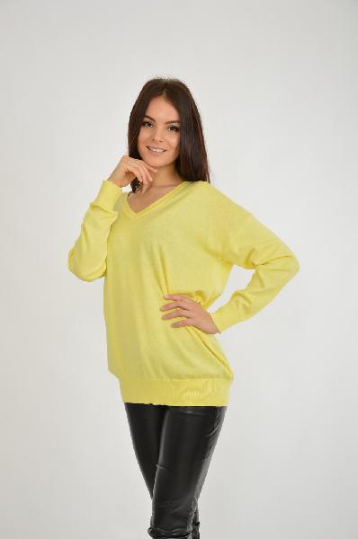 Пуловер Blue SevenЖенская одежда<br>Пуловер от немецкого производителя в мягком желтом цвете. Удлиненная модель с неприталенным силуэтом выполнена из хлопка и синтетических растяжителей. Под изделие можно надеть рубашку либо водолазку. <br> Цвет: желтый<br> <br> Состав: хлопок 40%,полиамид 20%,полиакрил 40%<br> <br> Вырез горловины V-образный вырез<br> Длина изделия по спинке, 67 см<br> Покрой Прямой<br> Фактура материала Трикотажный<br> Конструктивные элементы Манжеты<br> Особенности ткани Мягкая<br> Рукав длина, 65 см<br> Сезон демисезон<br> Пол Женский<br> Страна Германия<br><br>Материал: Хлопок<br>Сезон: ВЕСНА/ОСЕНЬ<br>Коллекция: Осень-зима<br>Пол: Женский<br>Возраст: Взрослый<br>Цвет: Желтый<br>Размер INT: S