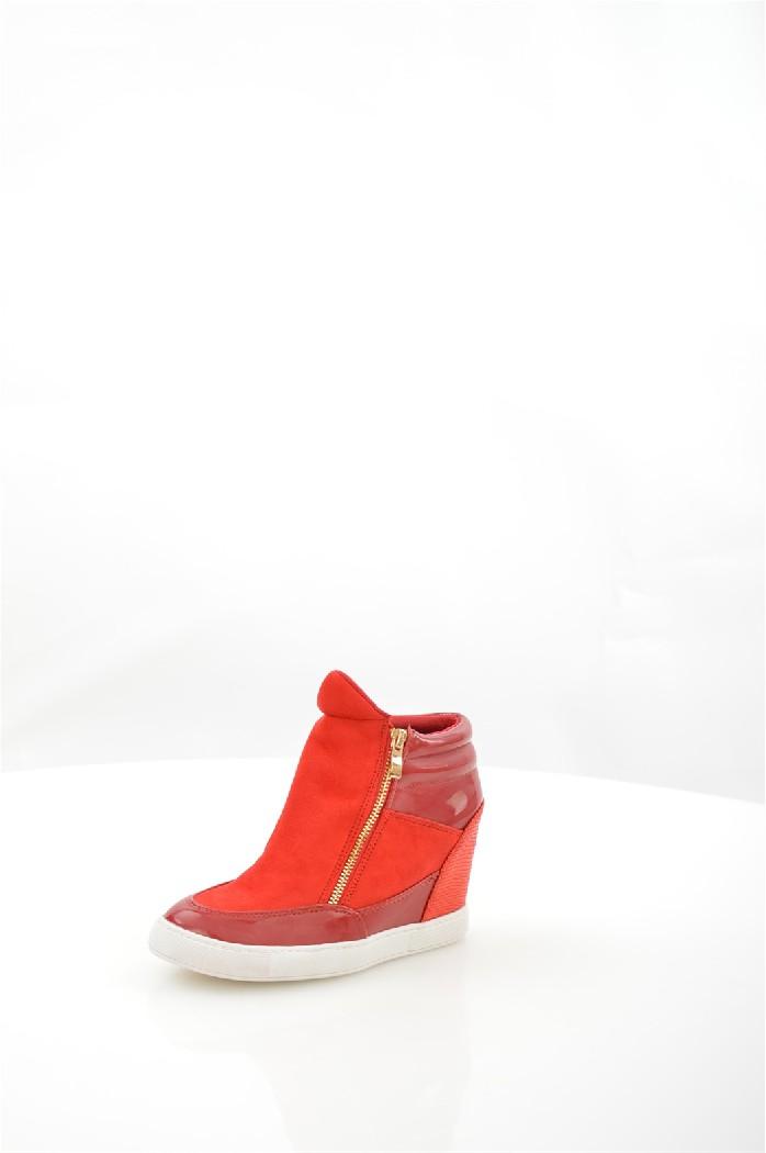 Кеды на танкетке LaikЖенская обувь<br>Кеды на скрытой танкетке Laik выполнены из искусственной замши и лакированной кожи, внутренняя отделка из текстиля и искусственной кожи.<br> <br> Материал верха искусственная замша, искусственная лаковая кожа<br> Внутренний материал текстиль<br> Материал подошвы резина<br> Материал стельки искусственная кожа<br> Высота каблука 9 см<br> Высота голенища / задника 7 см<br> Сезон демисезон<br> Цвет красный<br> Цвет фурнитуры золотой<br><br>Высота каблука: 9 см<br>Высота голенища / задника: 7 см<br>Материал: Искусственная замша<br>Сезон: ВЕСНА/ОСЕНЬ<br>Коллекция: Весна-лето<br>Пол: Женский<br>Возраст: Взрослый<br>Цвет: Красный<br>Размер RU: 37
