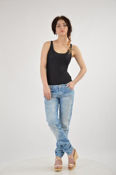 Джинсы LEON &amp; HARPERЖенская одежда<br>Состав: 97% Хлопок, 3% Эластан<br> Детали: эффект делаве, деним, одноцветное изделие, классическая посадка на талии, тёмный деним, застежка спереди, молния и пуговицы, множество карманов, логотип, обтягивающая модель<br> Размеры: Примерная ширина низа брючины: 14.5 см<br>Страна: США<br><br>Материал: Хлопок<br>Сезон: МУЛЬТИ<br>Коллекция: Весна-лето<br>Пол: Женский<br>Возраст: Взрослый<br>Модель: БОЙФРЕНДЫ<br>Цвет: Голубой<br>Размер INT: L