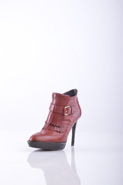 Ботильоны FRIDAЖенская обувь<br>Описание: пряжка, бахрома, одноцветное изделие, молния, скругленный носок, резиновая подошва, шпилька. <br><br>Высота каблука: 10.5 см <br>Объём голени: 26 см <br>Высота голенища / задника: 9 см <br>Страна: Италия<br><br>Высота каблука: 10.5 см<br>Высота платформы: 2 см<br>Объем голени: 26 см<br>Высота голенища / задника: 9 см<br>Материал: Натуральная кожа<br>Сезон: ВЕСНА/ОСЕНЬ<br>Коллекция: Весна-лето<br>Пол: Женский<br>Возраст: Взрослый<br>Цвет: Коричневый<br>Размер RU: 37