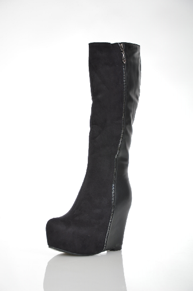 Сапоги 1TO3Женская обувь<br>Цвет: черный<br> Материал верха: искусственная замша, искусственная кожа<br> Материал подкладки: искусственный мех<br> Материал стельки: искусственный мех<br> Материал подошвы: тунит<br> Страна: Испания<br><br>Материал: Искусственная замша<br>Сезон: ВЕСНА/ОСЕНЬ<br>Коллекция: Осень-зима<br>Пол: Женский<br>Возраст: Взрослый<br>Цвет: Черный<br>Размер RU: 37