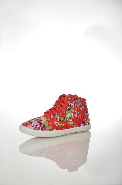 Кеды BurlesqueЖенская обувь<br>Кеды Burlesque красного цвета с цветочным принтом выполнены из плотного текстиля. <br><br>Детали: функциональная шнуровка, текстильная внутренняя отделка и стелька.<br> Цвет: красный<br> Сезон: Лето<br> Коллекция: Весна-лето<br> Детали обуви: контрастная отстрочка<br> Материал верха: текстиль<br> Внутренний материал: текстиль<br> Материал стельки: текстиль<br> Материал подошвы: резина<br> Высота голенища / задника: 7 см<br><br> Страна: Россия<br><br>Высота голенища / задника: 7 см<br>Материал: Текстиль<br>Сезон: ЛЕТО<br>Коллекция: Весна-лето<br>Пол: Женский<br>Возраст: Взрослый<br>Цвет: Красный<br>Размер RU: 38