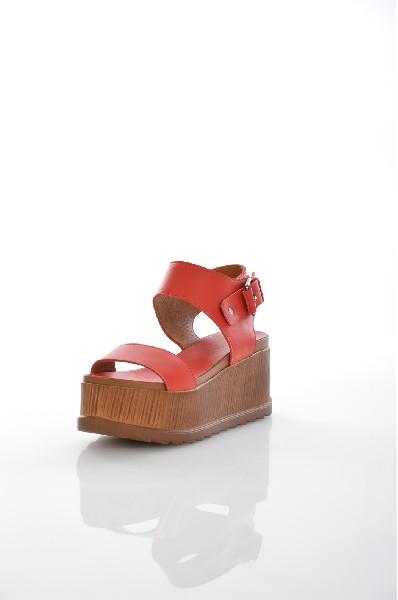 Босоножки Grand StyleЖенская обувь<br>Цвет: красный<br> Описание: сезон - лето<br> Материал верха: кожа натуральная<br> Материал подкладки: кожа натуральная<br> Материал стельки: кожа натуральная<br> Материал подошвы: искусственный материал, рифленая<br> Уход за изделием: протирать губкой<br> Страна: Россия<br><br>Высота платформы: 8 см<br>Материал: Натуральная кожа<br>Сезон: ЛЕТО<br>Коллекция: Весна-лето<br>Пол: Женский<br>Возраст: Взрослый<br>Цвет: Красный<br>Размер RU: 37
