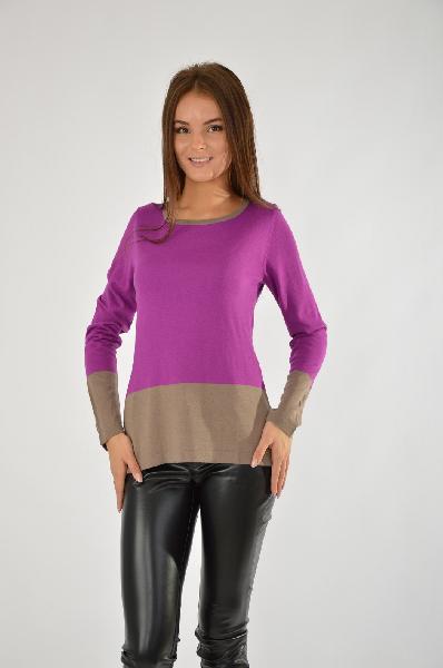 Джемпер MadeleineЖенская одежда<br>Чрезвычайно актуальный элемент для осеннего гардероба: джемпер с цветовыми полосами. Этот приятный в носке джемпер в модной цветовой гамме наверняка скоро станет одной из Ваших любимых вещей. джемпер классической модели с броским вырезом лодочкой стонкой отделкой для стильных образов.<br> <br> Состав: 50% Вискоза, 25% Нат.шерсть, 25% Полиакрил<br> Параметры изделия: Длина: ок. 62 см.<br> Страна: Германия<br><br>Материал: Вискоза<br>Сезон: ВЕСНА/ОСЕНЬ<br>Коллекция: Осень-зима<br>Пол: Женский<br>Возраст: Взрослый<br>Цвет: Разноцветный<br>Размер INT: S