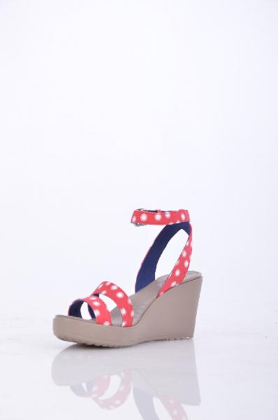 Босоножки CrocsЖенская обувь<br>Материал: Ткань, подошва кроспайт (разработан компанией Crocs) <br><br>Страна: США<br><br>Материал: Ткань<br>Сезон: ЛЕТО<br>Коллекция: Весна-лето<br>Пол: Женский<br>Возраст: Взрослый<br>Цвет: Красный<br>Размер RU: 37.5