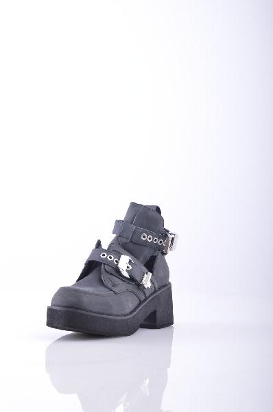 Ботинки JEFFREY CAMPBELLЖенская обувь<br>Описание: Без аппликаций, одноцветное изделие, скругленный носок, резиновая подошва, эффект пятнистости, нубук, пряжка, квадратный каблук, каблук из резины. <br><br> <br> Высота каблука: 7 см <br><br><br> Высота платформы: 2.5 см<br><br><br> Объем голени: 25 см<br><br><br> Высот...<br><br>Высота каблука: 7 см<br>Высота платформы: 2.5 см<br>Объем голени: 25 см<br>Высота голенища / задника: 12 см<br>Материал: Натуральная кожа<br>Сезон: ВЕСНА/ОСЕНЬ<br>Коллекция: (Справочник &quot;Номенклатура&quot; (Общие)): Весна-лето<br>Пол: Женский<br>Возраст: Взрослый<br>Цвет: Черный<br>Размер RU: 37