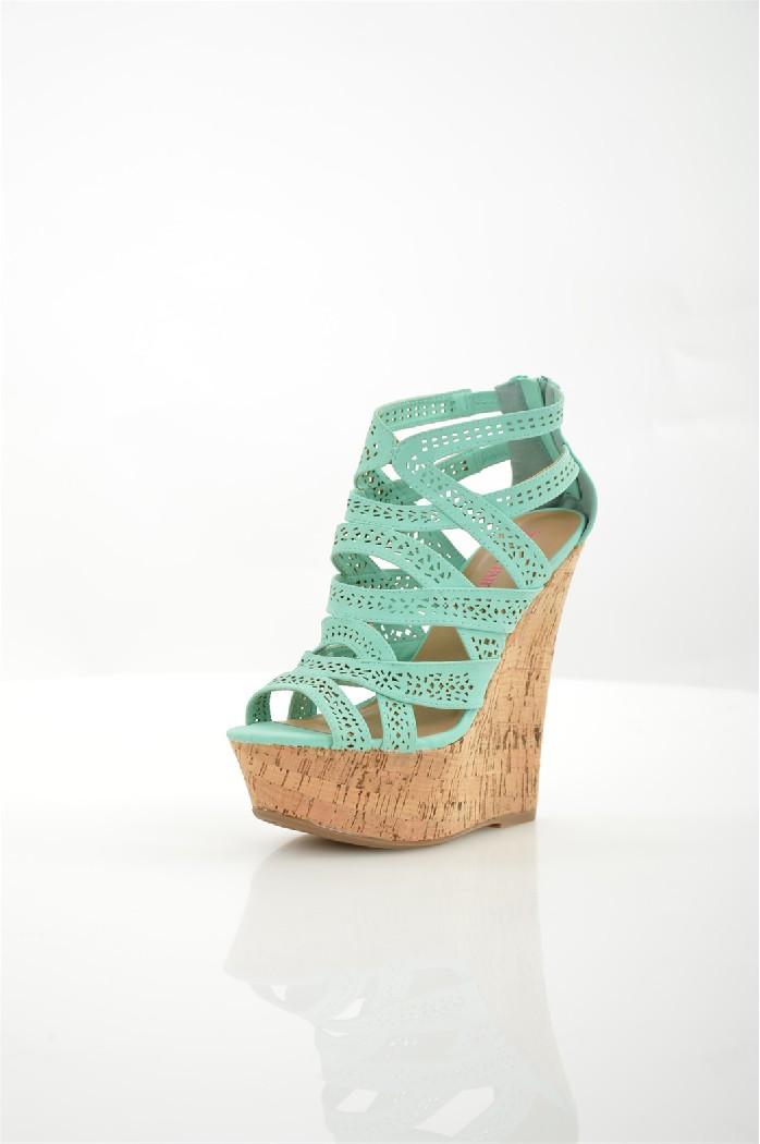 Босоножки JUSTFABЖенская обувь<br>Цвет: светло-зеленый<br> Состав: искусственная кожа<br> Параметры изделия: высота каблука - 17 см, высота платформы - 5,5 см<br> <br> Страна дизайна: США<br><br>Высота каблука: 17 см<br>Высота платформы: 5.5 см<br>Материал: Искусственная кожа<br>Сезон: ЛЕТО<br>Коллекция: Весна-лето<br>Пол: Женский<br>Возраст: Взрослый<br>Цвет: Зеленый<br>Размер RU: 38.5